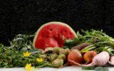 Chef aproveita talos, folhas e raízes para criar banquete delicioso e sustentável